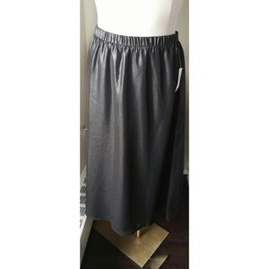 Old Navy BNWT silver and black Shimmer Skirt